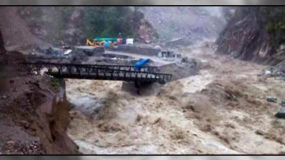 भारी बारिश के कारण उत्तराखंड में जीवन अस्त-व्यस्त, 6 की हुई मौत