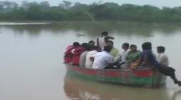 बलरामपुर में बाढ़ का कहर जारी