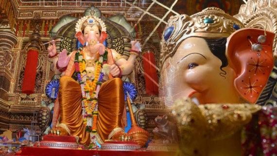 देखें मुम्बई से लालबाग के राजा को लाइव वीडियो में …