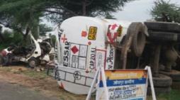 हादसा: टैंकर और गाड़ी में टक्कर, परिवार के 5 लोगों की मौत