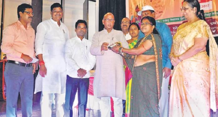 bokaro, mukhyamantri, sakhi mandal, smart phone, Amar Kumar