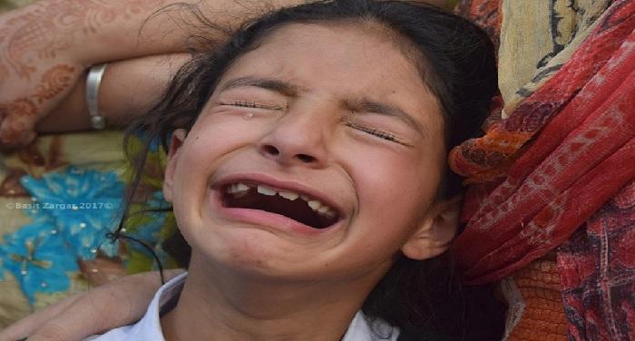 crying, jammu kashmir, viral photo, asi, abdul rashid, policeman