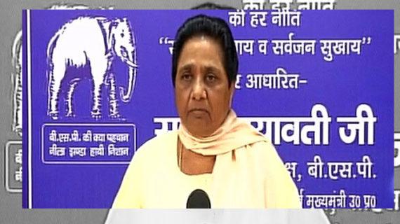 गोरखपुर कांड: आरोप-प्रत्यारोप के मैदान में आई मायावती, 'बीजेपी की जितनी निंदा हो उतनी कम'