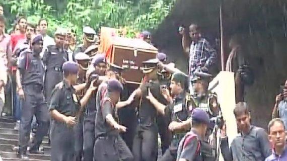 शोपियां में शहीद हुए मेजर कमलेश पांडे का अंतिम संस्कार, शोक में परिवार