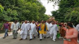 मेरठ: 56वीं गोवर्धन शोभायात्रा का सुनील भराला ने किया शुभारंभ