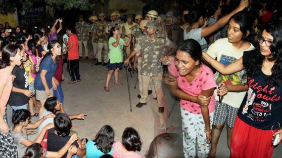 बीएचयू में बवाल के चलते हुई ACM की छुट्टी, लंका थाने का SO हुआ लाइन हाजिर