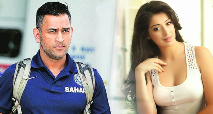 dhoni and rai laxmi