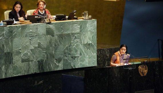 यूएन में सुषमा स्वराज ने दिखाया पाक पीएम अब्बासी को आईना