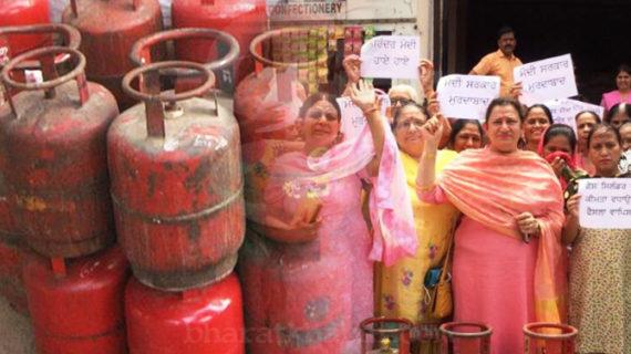 गैस सिलेंडर के बढ़ते दामों को लेकर कांग्रेस ने दी आंदोलन की धमकी