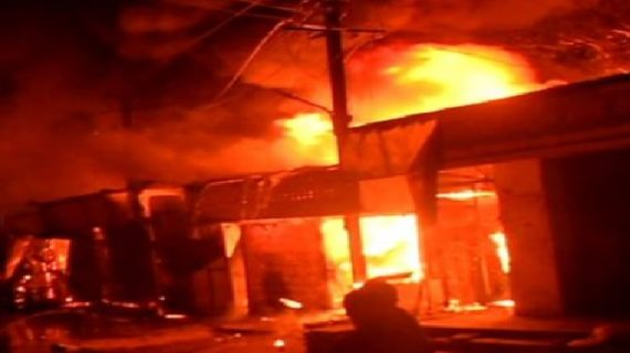 राउरकेला में पटाखों के बाजार में भीषण आग लगने से एक की मौत