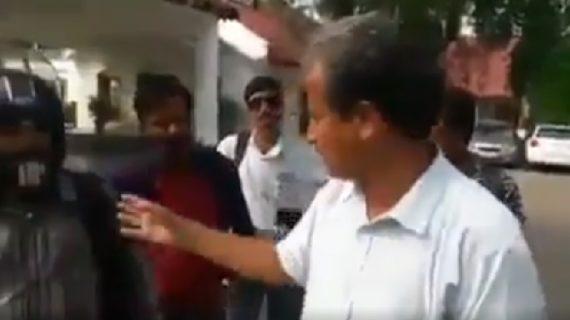 बीजेपी और झारखंड के राजा रघुवर दास की बैठक के दौरान छोटे पत्रकारों को फेंका बाहर, रिपॉर्टर का फूटा गुस्सा