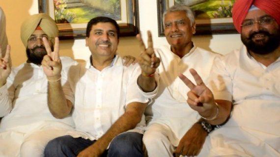 विनोद खन्ना की सीट पर कांग्रेस जमा सकती है कब्जा, जीत के आसार