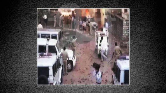 गुजरात: थाने में पूछताछ के बाद शख्स की मौत, लोगों ने थाने में हमले के साथ लगाई वाहनों में आग