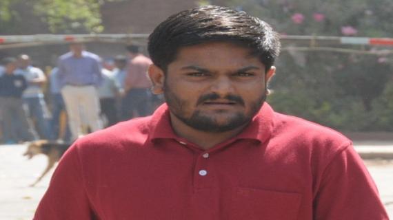 गुजरात घमासान: हार्दिक के खिलाफ वारंट जारी, 'अगर गिरफ्तारी हुई तो आंदोलन होगा तेज'