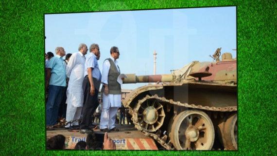 आर्मी ने आजम खान की यूनिवर्सिटी को किया टैंक गिफ्ट