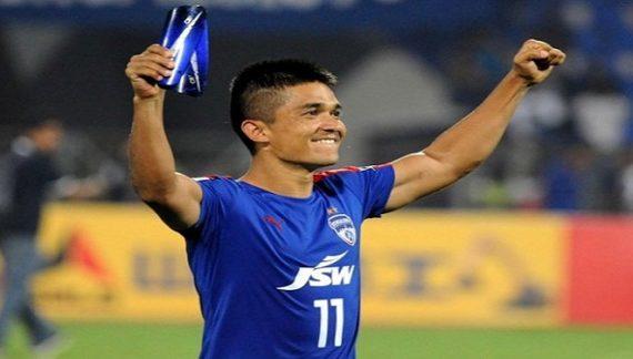 भारतीय फुटबॉलर छेत्री जल्द रचाएंगे अपनी गर्लफ्रेंड से शादी, हाल ही में कि थी सगाई