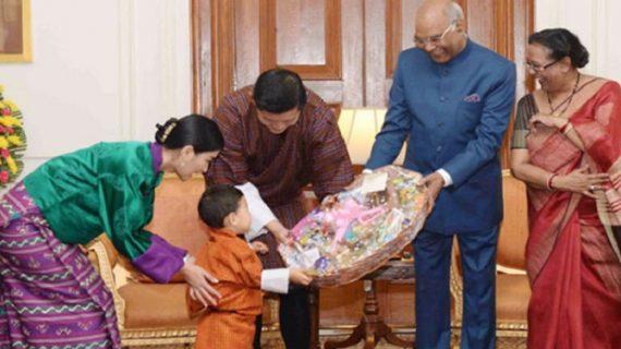 सोशल मीडिया पर वायरल हो रही हैं भूटान के नन्हे राजकुमार की ये तस्वीरें