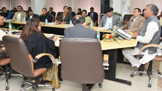 आईएएस वीक में अधिकारियों से सीएम रावत ने किया संवाद