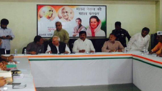 गुजरात: पाटीदारों ने की कांग्रेस नेता कपिल सिब्बल से मुलाकात, लेकिन नहीं खोले अपने पत्ते