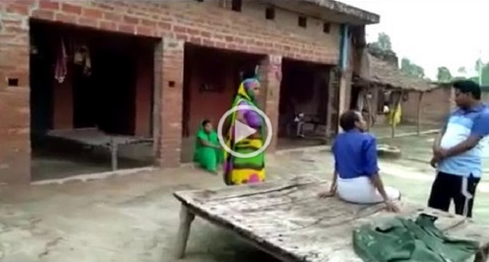 शादी के लिए प्रेमी के घर पर प्रेमिका का धरना देखें वीडियो