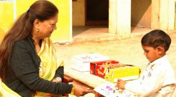 बच्चों के बीच सीएम वसुन्धरा राजे ने मनाया बाल दिवस