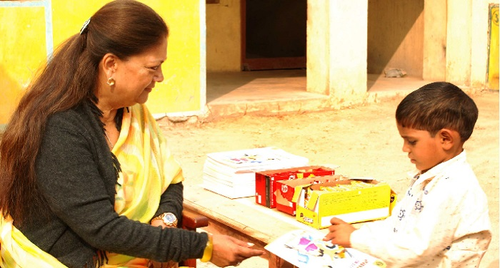 raj cm1 बच्चों के बीच सीएम वसुन्धरा राजे ने मनाया बाल दिवस