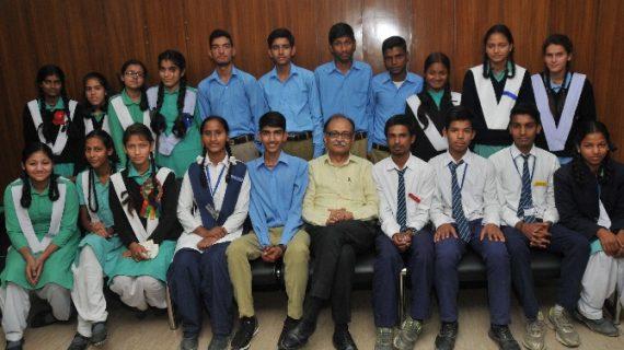 मुख्य सचिव ने किया 20 मेधावी छात्र-छात्राओं से संवाद