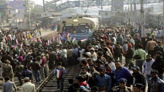 बिहार सरकार की नीतियों के खिलाफ जाप ने किया विरोध-प्रदर्शन,सड़क और रेल मार्ग किए बंद