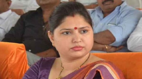उत्तर प्रदेश: बीजेपी सांसद के बिगड़े बोले, एसडीएम को धमकी देकर कहा जीना मुश्किल कर दूंगी