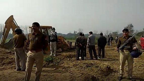 जमीन अधिग्रहण को लेकर किसानों ने पुलिस और एमडीए की टीम पर किया पथराव