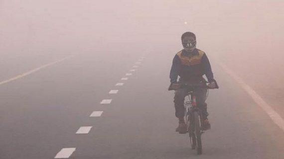 ठंड का कहर झेल रहा उत्तर भारत, रेल-फ्लाइट सब पर ठंड की मार