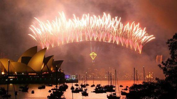 नए साल का हुआ झमाझम स्वागत, जानिए कहां मना था पहला न्यू ईयर